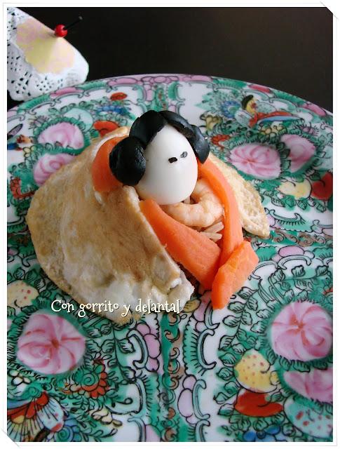 receta-de-arroz-tres-delicias-con-tortilla-con-gorrito-y-delantal
