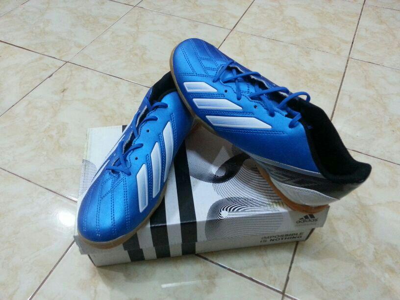 Kasut Futsal But Bola Berjenama kualiti Harga Rendah Dari