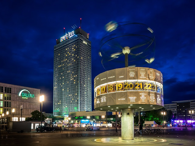 10 bares, cafés e cervejarias na Alexanderplatz em Berlim