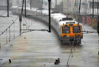 mumbai-submerges-due-to-100-mm-rain-in-five-hours