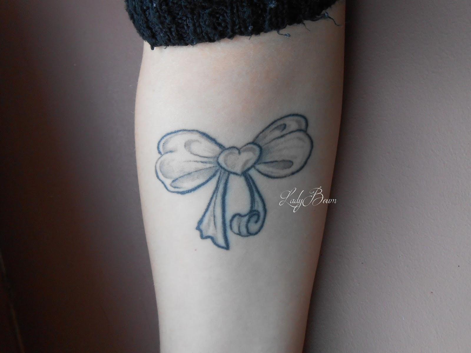 tatouage petit papillon poignet. Black Bedroom Furniture Sets. Home Design Ideas