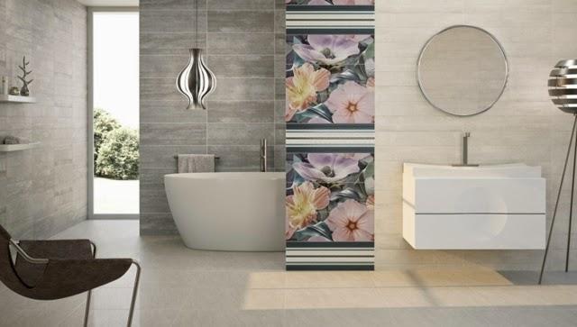 Baño con azulejos florales