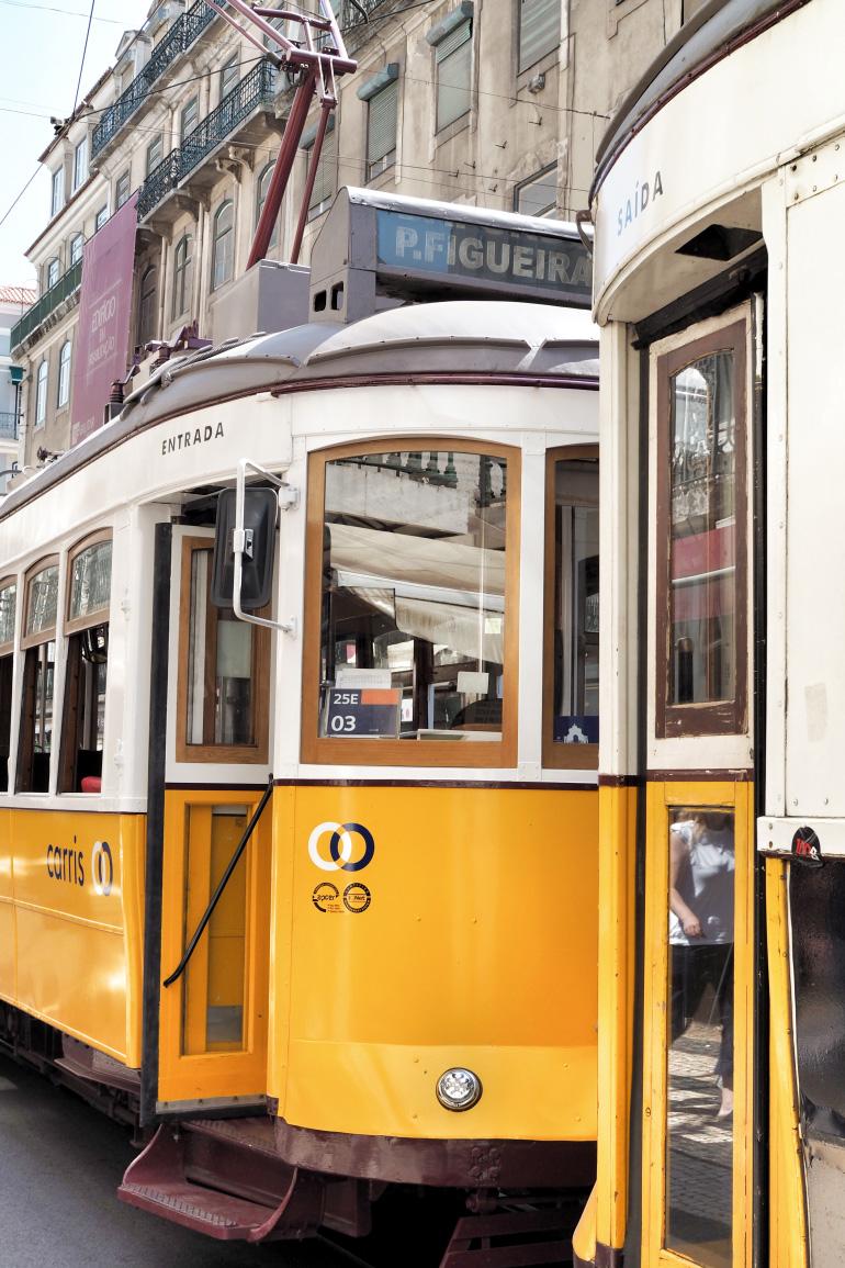 Tramway électrico à Lisbonne au Portugal