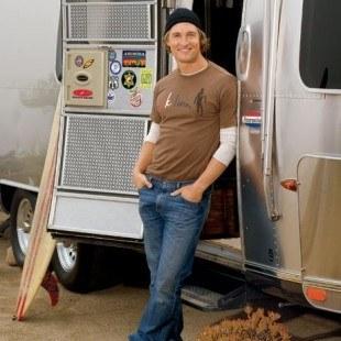 Matthew McConaughey en su vivienda móvil en Malibú