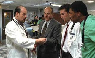 Con la bata de médico en la primera temporada de 'Urgencias'