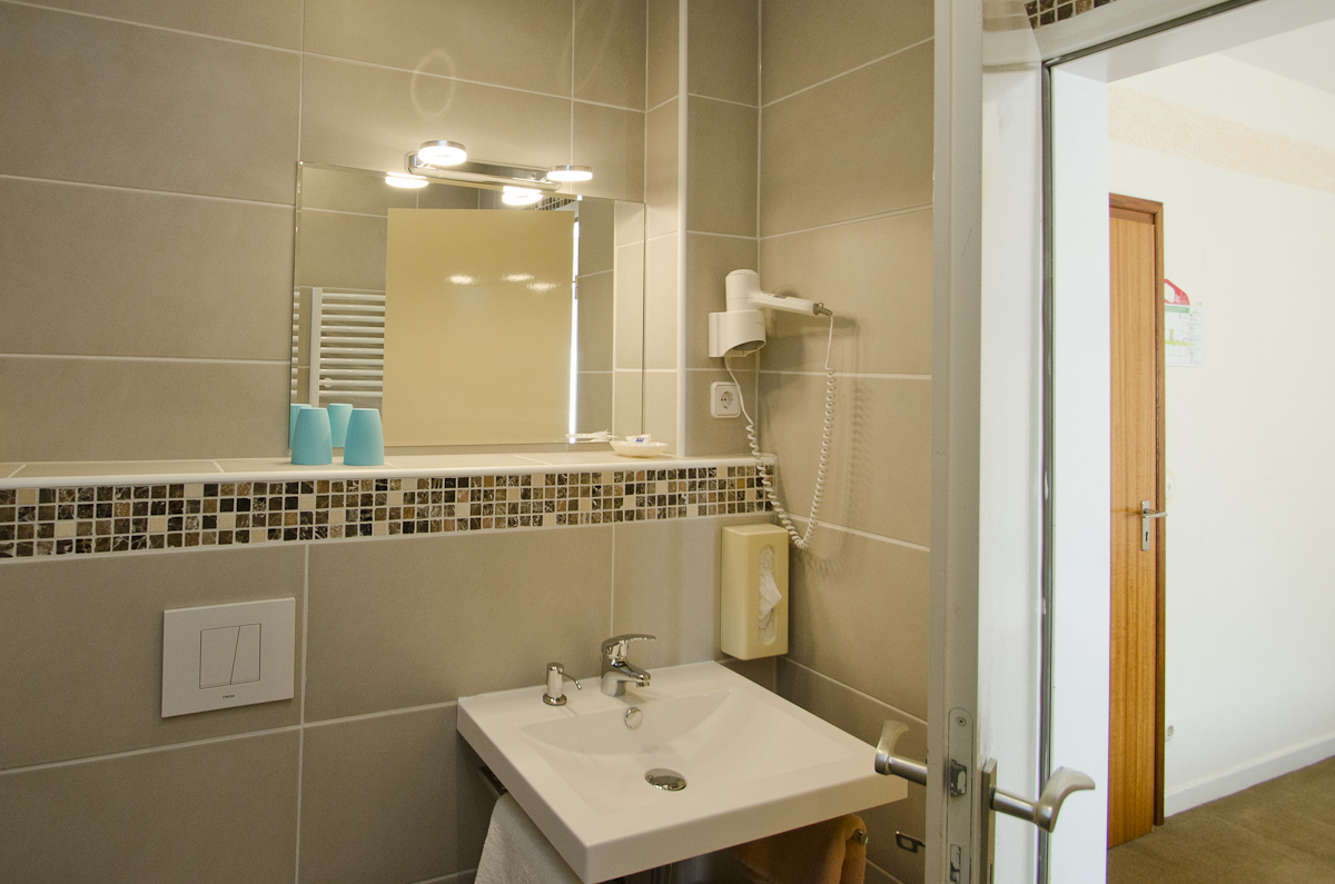 Hotelzimmer-Bäder: Neu Renoviert Und Modern Gestaltet