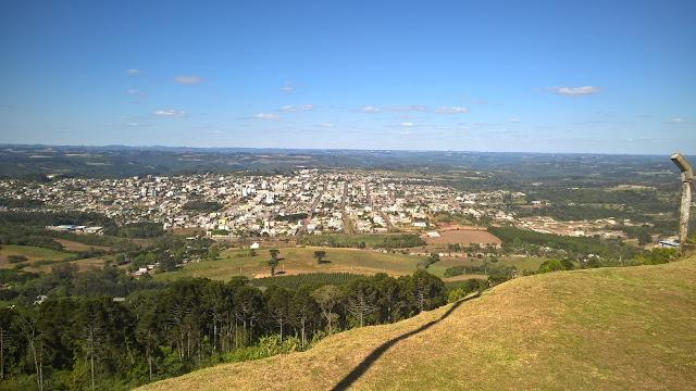 Vista da cidade do alto do morro do Cristo Redentor