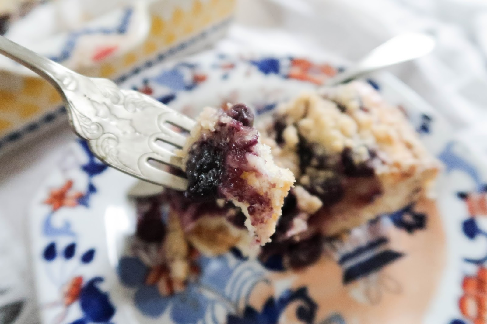 Crumbly & sweet blueberry cake recipe