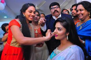 Sreemukhi Launches Manvis Saloon  0050.jpg