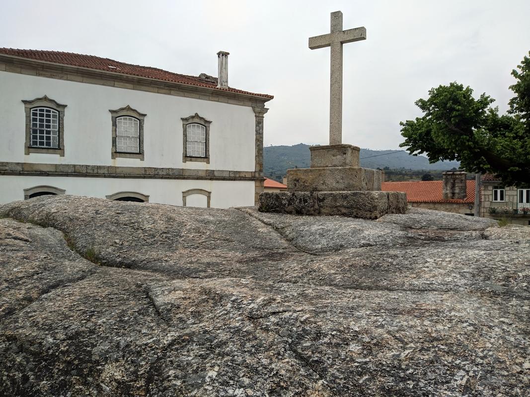 Деревня Аморейраш. Провинция Бейра-Алта. По Португалии пешком