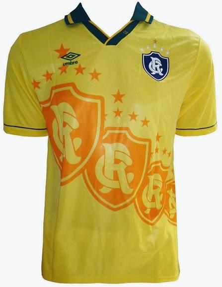 07362fd5d8a24 ... a Umbro lançou uma nova camisa para o Clube do Remo que segue o mesmo  modelo que foi usado pela Seleção Brasileira na Copa do Mundo de 1994.