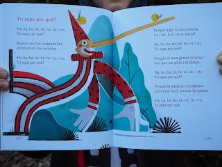 Text i il·lustració de la poesia: Tu saps per què? del llibre: Que sonen els versos / Fina Girbés ; dibuixos de Julio Antonio Blasco ; 9788417497071 - per Teresa Grau Ros