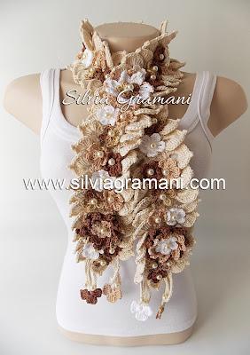 Colares, Cachecol e Cordões de Crochê com Flores