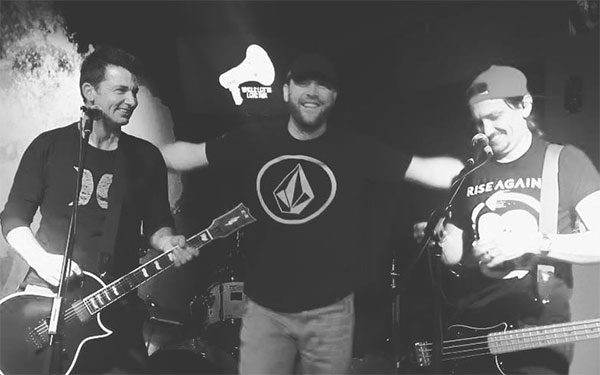 """All Hope Remains premiere video for new song """"Unescapable"""""""