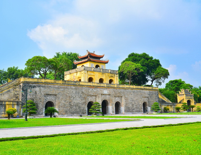 Xvlor Imperial Citadel of Thăng Long is fort built by Ly Viet Dynasty in 1010