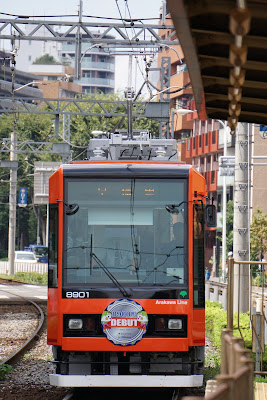 早稲田駅に到着する都電8900形