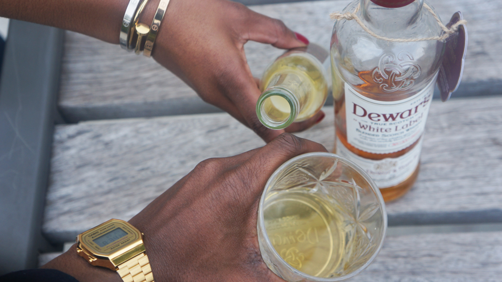 DRINK & TASTE | Dewar's White Label premium scotch AND ginger ale mix - launch in antwerp - casio watch