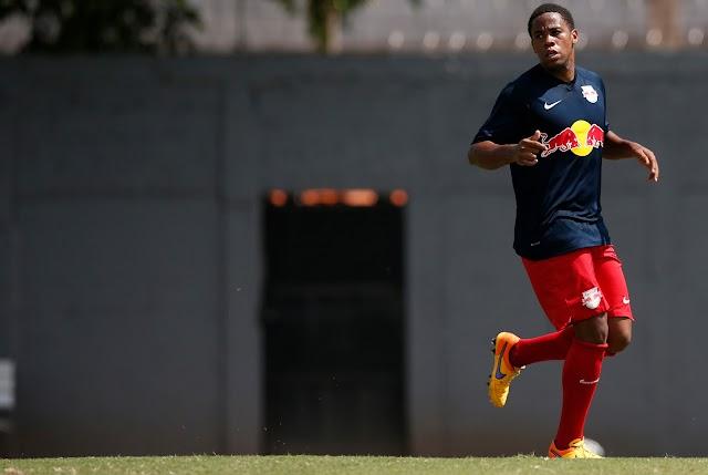"""Everton Silva fala sobre boa fase do Red Bull: """"Segredo é consistência da defesa"""""""