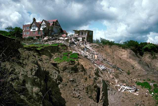 The damaged Holbeck Hall Hotel and landslide. P509030.  BGS copyright NERC
