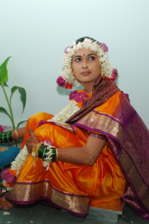 Maharashtrian bride in traditional wedding costume