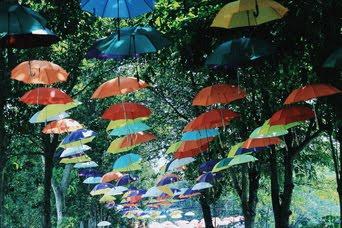Payung bergantung di candi prambanan