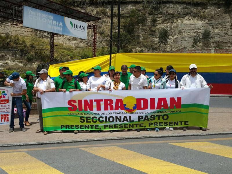 Sintradian se toma el Puente Rumichaca