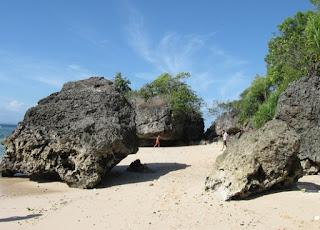 http://www.teluklove.com/2017/03/destinasti-objek-wisata-pantai-suluban.html