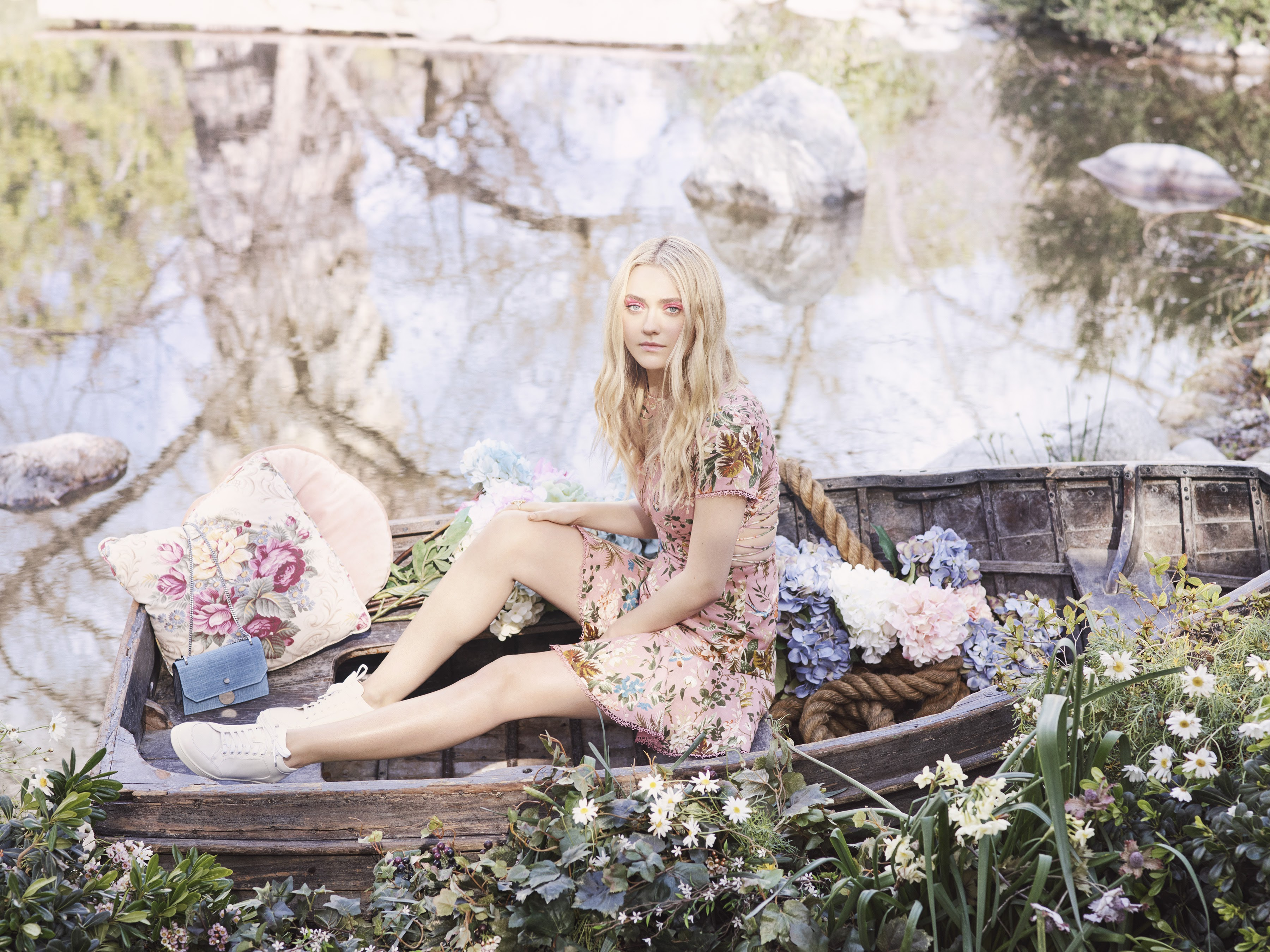 Dakota Fanning appeared in the new springs and summer campaign of Jimmy Choo