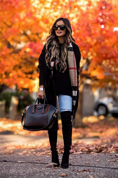 19 Preppy Fall Inspired Outfits to Try this Season | Knit in Black + French Slim Jeans + Scarf