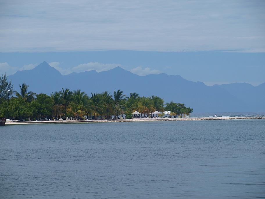 Rafiki loud en marl ne wandeling naar de noordkant van het eiland utila honduras - In het midden eiland grootte ...