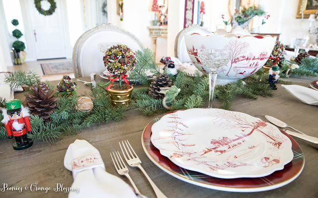Green and red Christmas Table