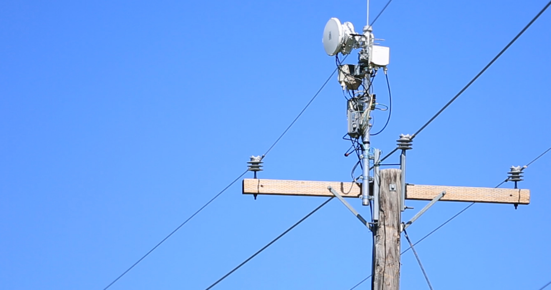AT&T Project AirGig Puts mmWave Antennas Along Power Lines ...