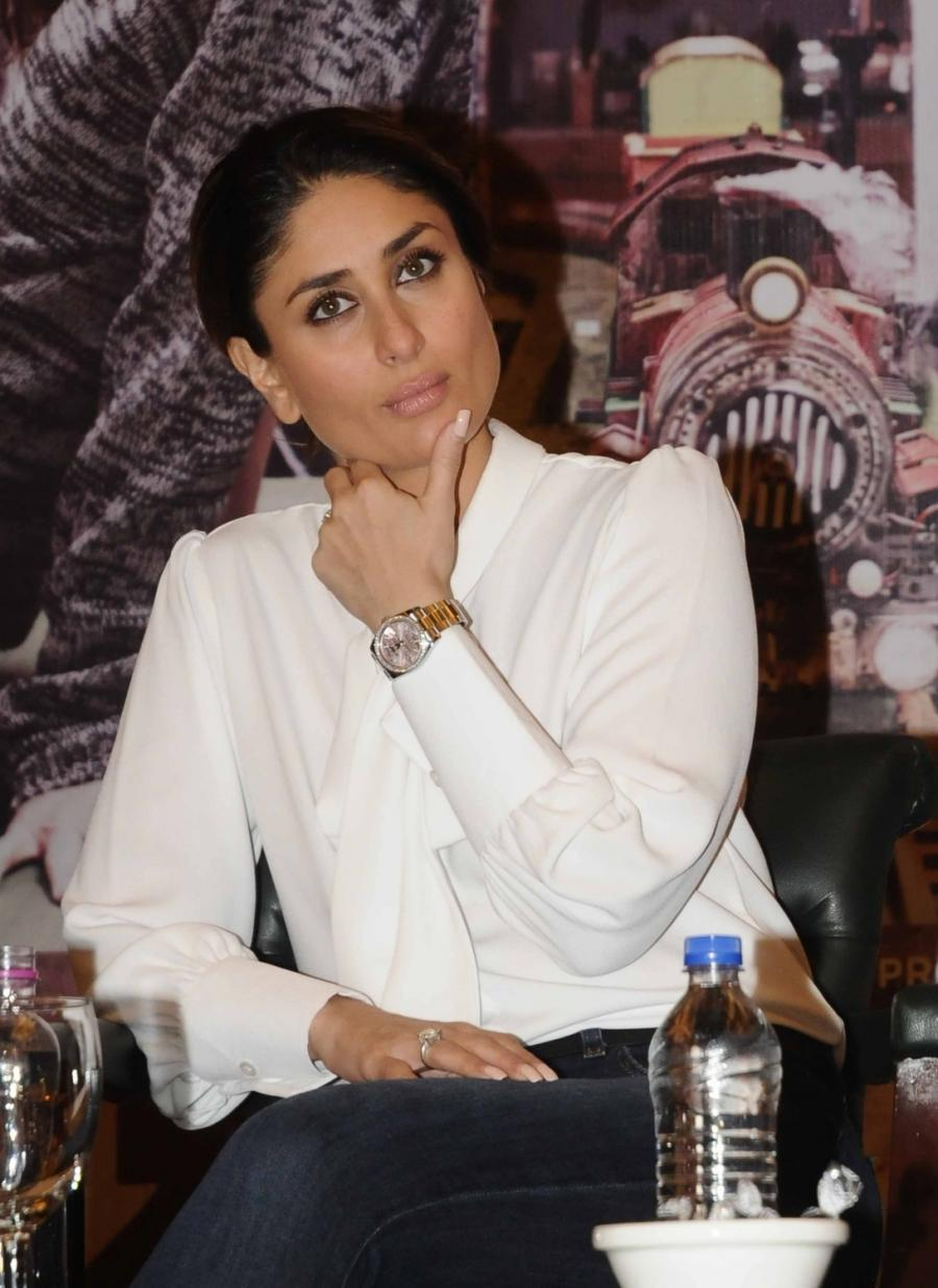 Kareena Kapoor Photos In White Shirt Blue Jeans