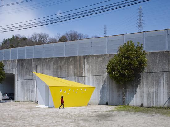 7 gambar contoh Desain inspiratif WC umum di taman kota