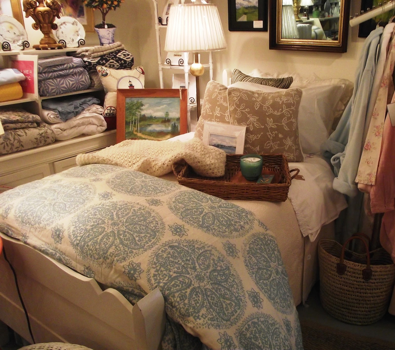 Anchor cottage freshwater decor rocking the beach scene for Beach scene bedroom ideas