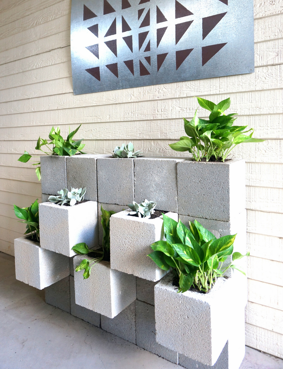 ASTUNN%257E1 25 Stunning Planter Concrete Blocks Alternatives to Transform Your Backyard And That Are All Your Front Porch Needs Interior
