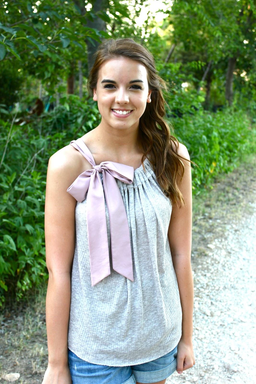 Feelin' Crafty: DIY Simple Bow Shirt