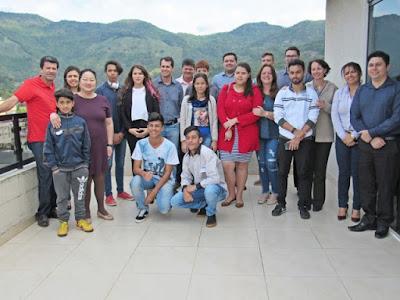 Vereadores mirins visitam o paço municipal de Miracatu.