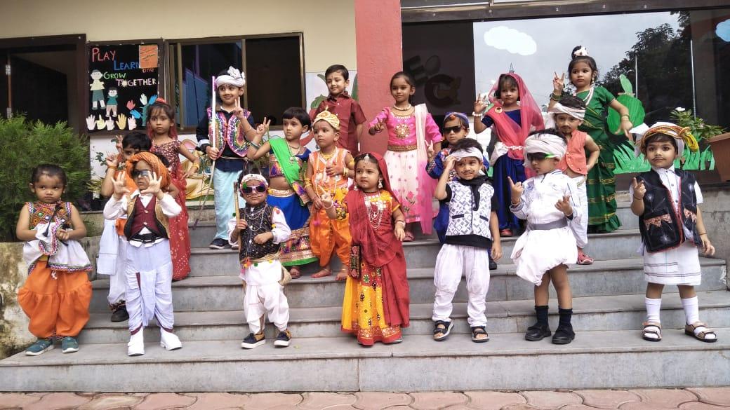 fancy-dress-compitetion-jhabua-आदिवासी  दिवस के उपलक्ष्य में फेंसी ड्रेस स्पर्धा का हुआ आयोजन