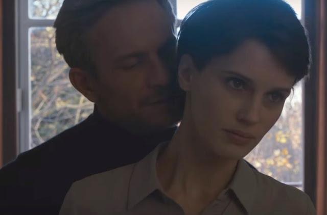 Louis (Jérémie Renier) et Chloé (Marine Vacth) dans L'amant double de François Ozon (2017)