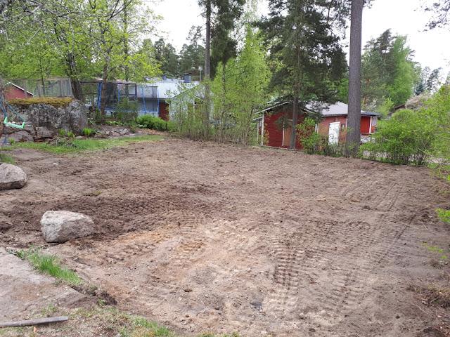 pihan tasoittaminen nurmikon perustaminen