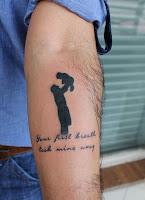 tatuaje de padre con su hija y frase