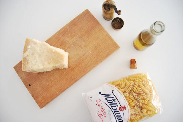 Receta fácil de pasta, cacio e pepe