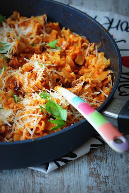 woll szafir,e gustus,makaron z pomidorami,parmezan,pasta con la salsa,pasta,lazanki,kuchnia włoska,cucina italiana,italian food,