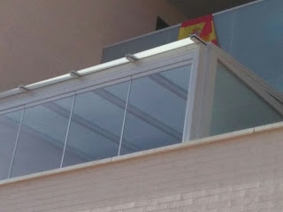 Techo de cristal y cortina de cristal en cerramiento en Miralbueno