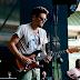 Com sarradas no ar e reflexões sobre o tempo, John Mayer abre turnê em São Paulo