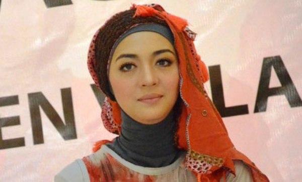 Nuri Maulida Hijab Segi empat