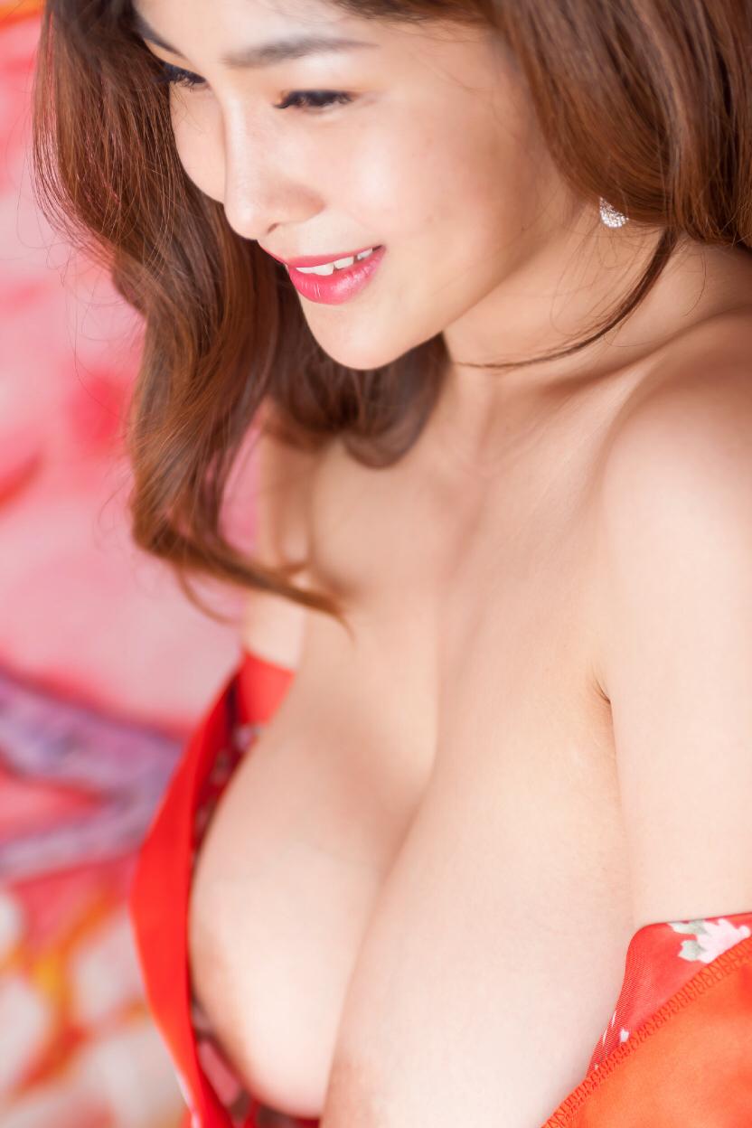 Chinese Busty Girl Yan Pan Pan 闫盼盼  in Sexy Kimono (36 Pict)