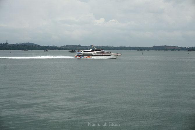 Kapal Penyeberangan Batam-Singapura