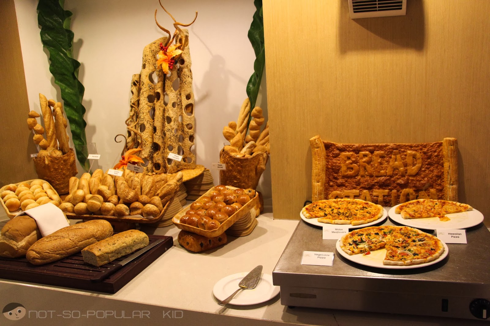 Bread and Pizza Station of Midas Cafe